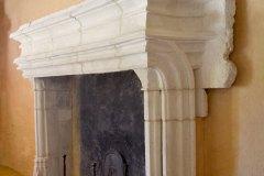 Cheminée moulurée de style gothique flamboyant