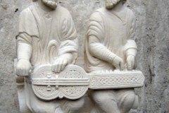 Reproduction des joueurs d'organistrum de Saint Jacques de Compostelle XIIIe siècle
