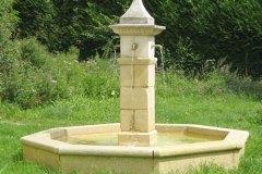 Fontaine de village du XIXe siècle