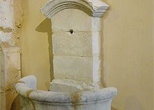Petite fontaine de village du XVIIIe siècle